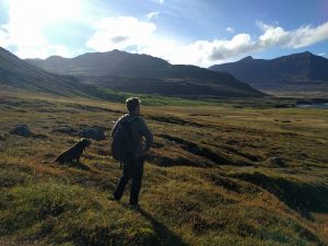 Skalanes Mountain Lodge mit unserem neuen Hunde-Freund